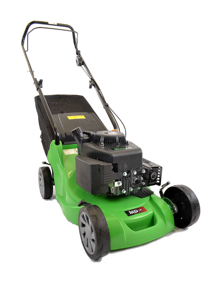 How to Choose Between a Riding and Push Mower