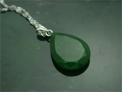 Jade - Tipps und Hinweise zum Kauf von Edelsteinen