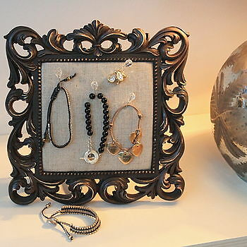 Vintage Jewellery Display Buying Guide