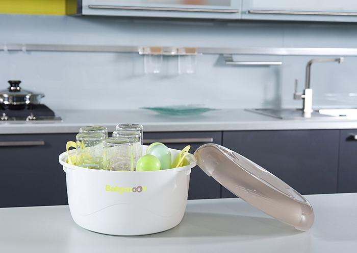 Mit einem Mikrowelleneinsatz von eBay Babyflaschen, Sauger und Schnuller sterilisieren
