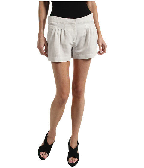 Pleated vs. Non-pleated Shorts