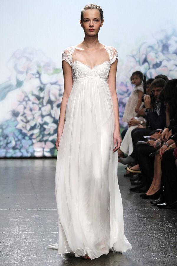 Top 6 Wedding Dresses for Slim Bodies