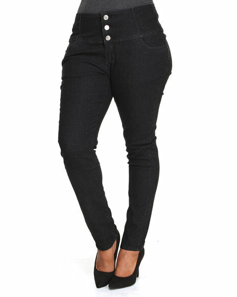 Designed with a flattering high rise, these plus size curvy skinny jeans from Jessica Simpson are your new go-to pair.