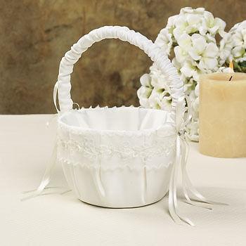 Stilvolle Hochzeitsdekoration: Ringkissen & Blumenkörbchen in verschiedenen Designs