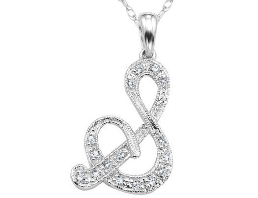 How to Buy a Silver Initial Necklace