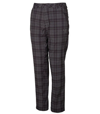 How to Buy Flattering Golf Trousers