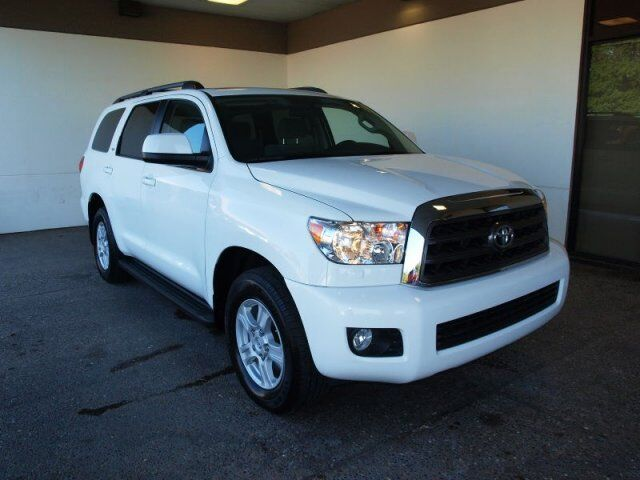 2013 toyota sequoia sr5 4x4 great tow capacity even better rates used toyota sequoia for. Black Bedroom Furniture Sets. Home Design Ideas