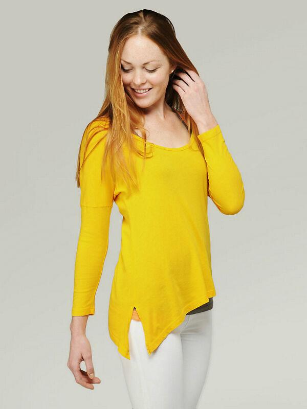 Von Longshirts bis zu asymmetrischen Schnitten: Diese Damen-Shirts liegen im Trend