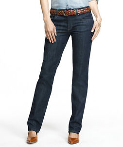 The main difference between bootcut and straight-leg jeans lies in the cut of the fabric. Bootcut jeans are slightly tapered in the thigh area and widen from the knee to the hem. Straight-leg jeans, on the other hand, essentially remain the same width the entire way down the leg, from thigh to ankle, so they fit more snug around the thigh than Founded: Jun 17,