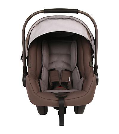 Worauf Eltern beim Kauf eines Sonnenschutzes für Auto-Kindersitze achten sollten