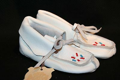 NEW INFANT SZ 5 BABY WHITE BEADED VTG 60s 70s NOS Leather DEERSKIN MOCCASIN Shoe