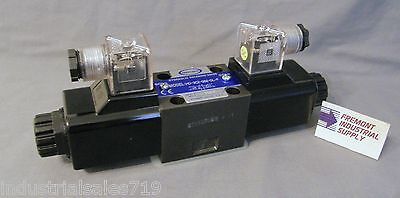 D05 Hydraulic Solenoid Valve 4 Way 3 Position Blocked Center 12 Volt Dc