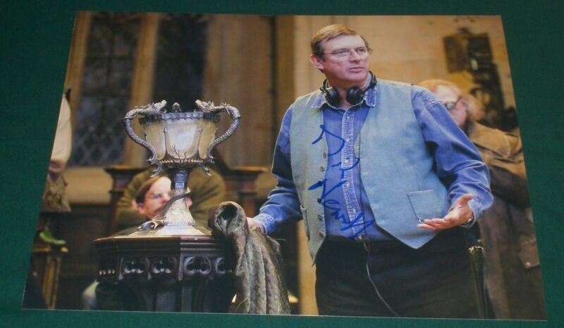 MIKE NEWELL SIGNED POTTER DIRECTOR WITH WIZARD CUP GOBLET OF FIRE PROMO PHOTO