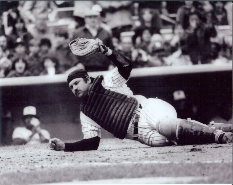 NY Yankees Thurman Munson Our Captian 8x10 b &w great action   photo