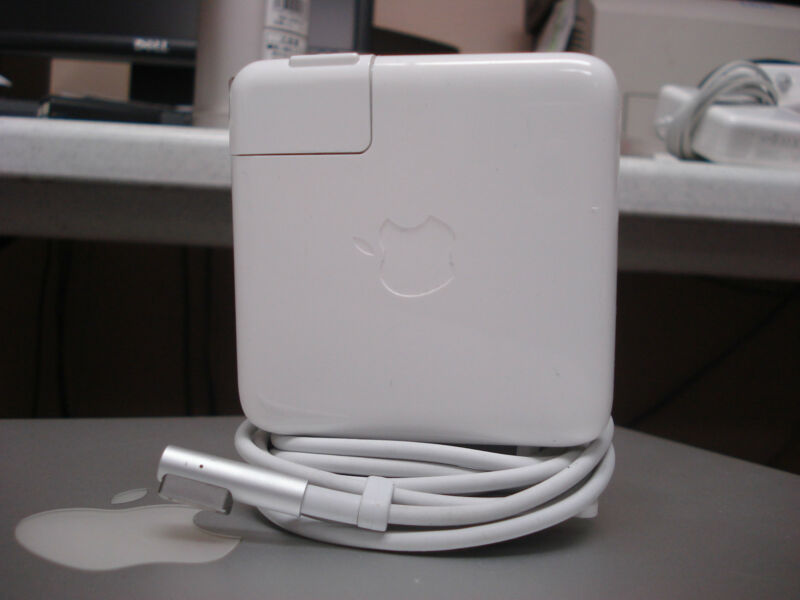 "GENUINE ORIGINAL OEM 60W CHARGER A1344 for 2009 2010 2011 13"" MACBOOK PRO USED"
