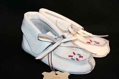 NEW INFANT BABY BOOTIE SZ 6 WHITE BEADED Vtg 60s 70s DEERSKIN USA MOCCASIN Shoe