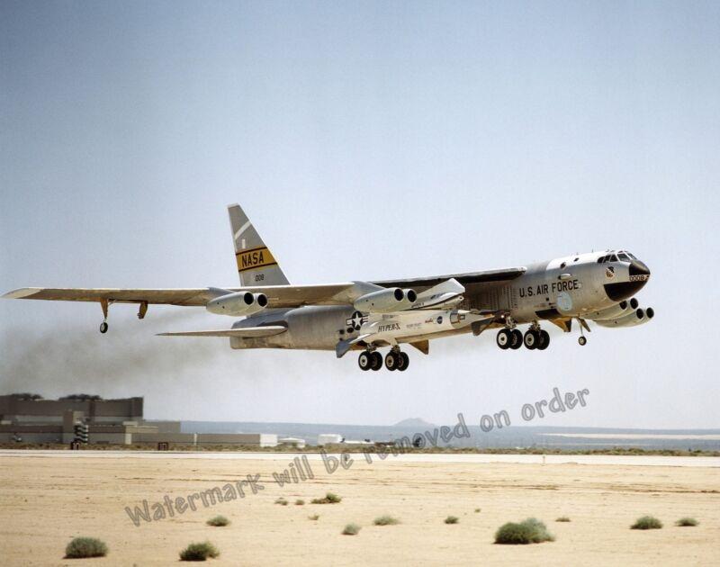 Photograph USAF B-52 & Hyper-X / X-43A  Aircraft 1st Captive Flight 2001  8x10