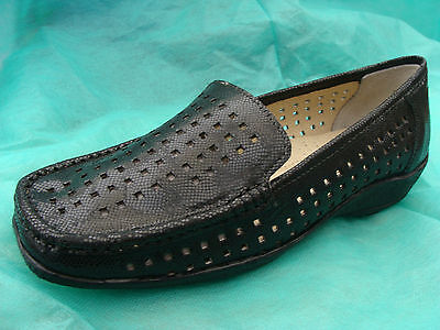 size 5 LADIES LEATHER SHOES BLACK SLIP ON LEATHER SHOES BEST QUALITY MULES