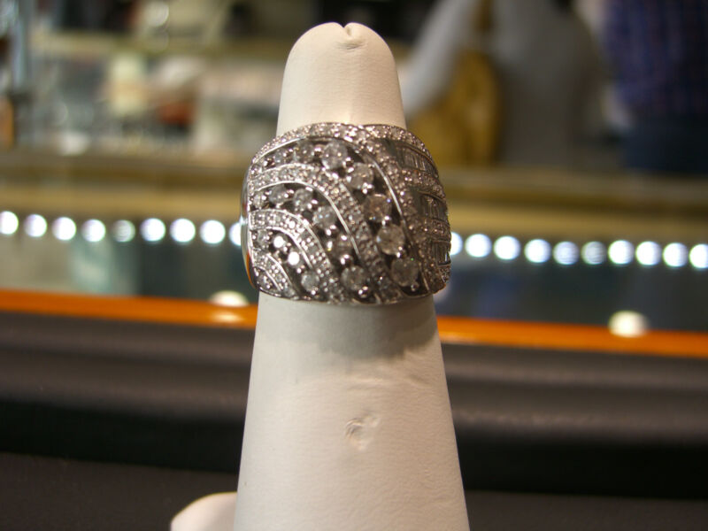 Womens Fine 14 Karat White Gold Diamond Ring 2.00 Carat Diamond Italian Cocktail