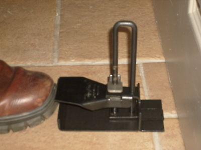 Cairns-dorlifta, door lifter, plasterboard and drywall board lifter, lift tool.