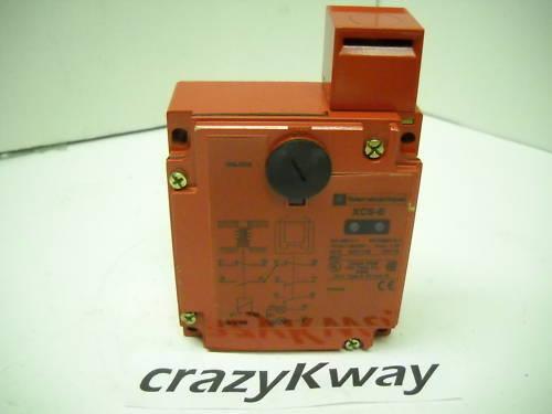 TELEMECANIQUE XCS-E5533 SAFETY INTERLOCK SWITCH NEW CONDITION NO BOX