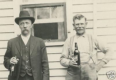 VINTAGE ANTIQUE SCHLITZ BEER BROWN BOTTLES LABELS ROCKFORD IL MEN UNCLE ED PHOTO