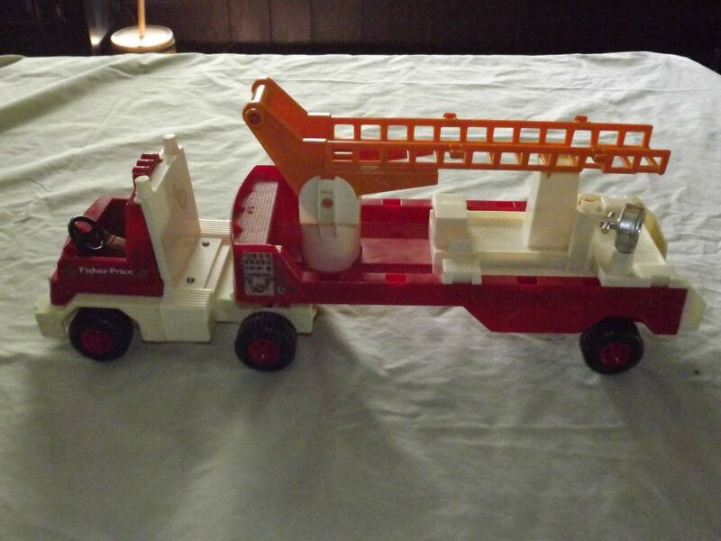 VINTAGE TOY 1978 FISHER PRICE PLASTIC FIRE TRUCK