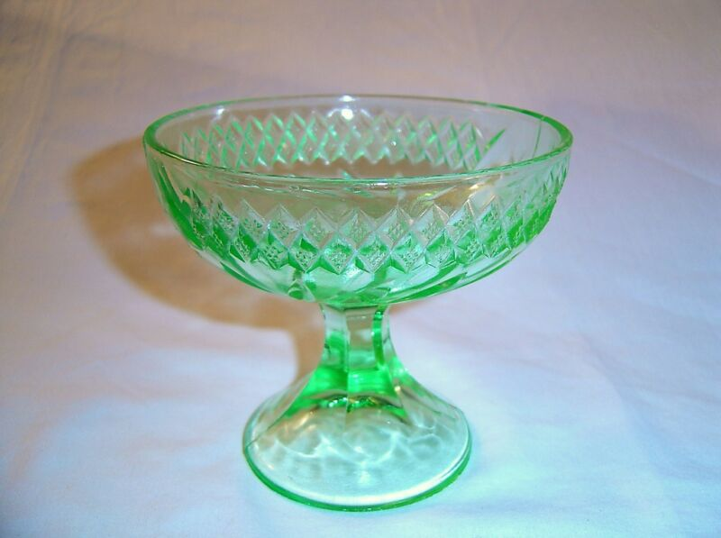 """US GLASS COMPOTE GREEN DEPRESSION GLASS FLORAL & DIAMOND BAND 4 1/8"""" TALL"""