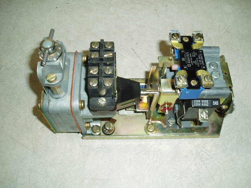 SQUARE D 9050 AC PNEUMATIC TIMING RELAY