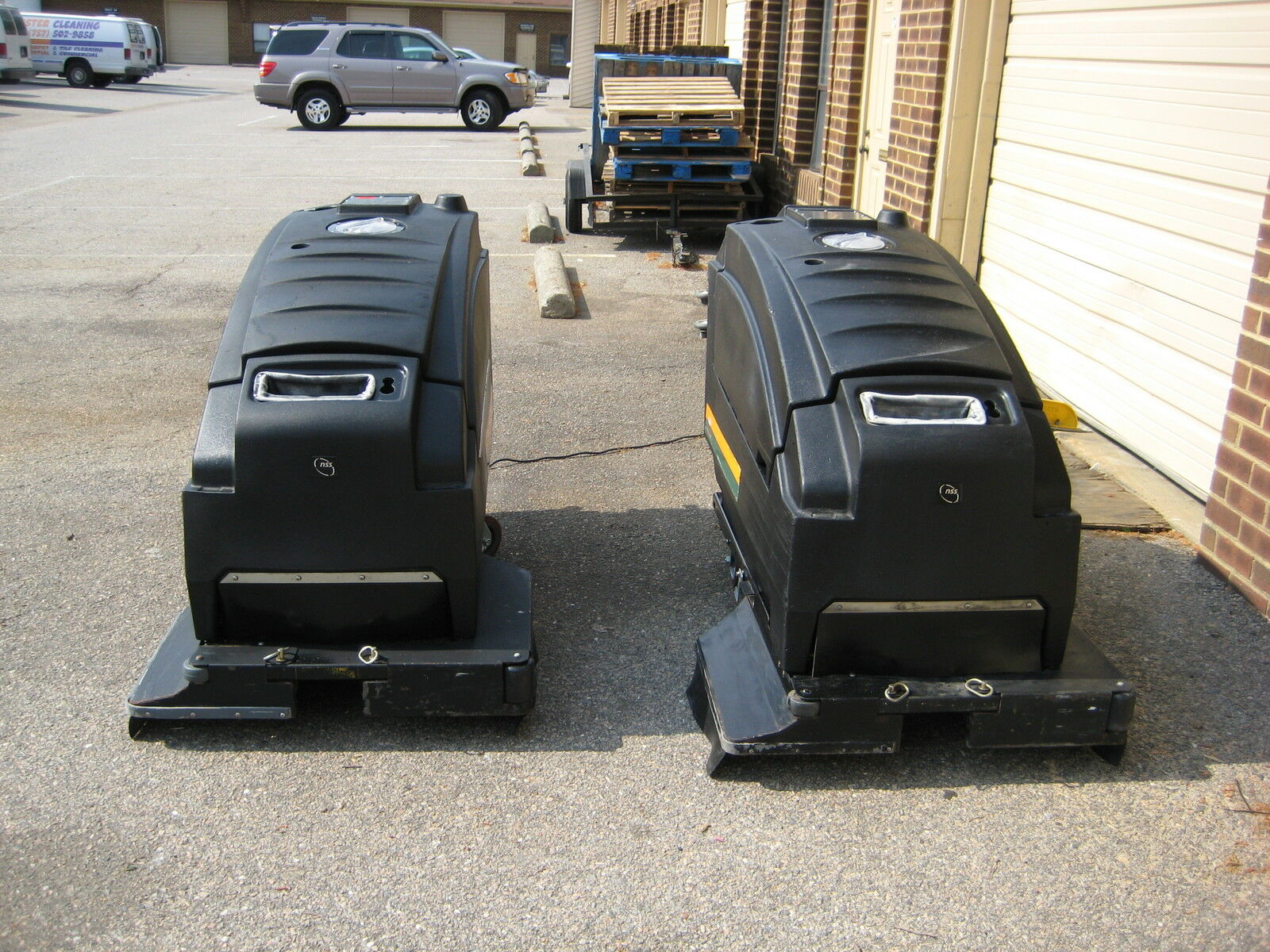 Used Nss Wrangler 3330 Automatic Floor Scrubber 33 Inch