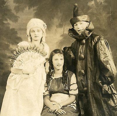 ANTIQUE VINTAGE HALLOWEEN COSTUMES VERNACULAR PHOTOGRAPHY TRIO FUN RPPC PHOTO