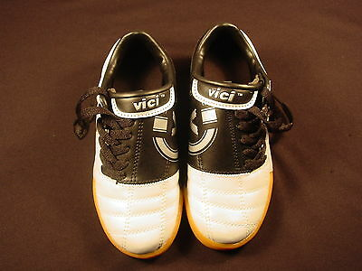 Boys Indoor Soccer Shoes (NEW Vici Eclipse Indoor Soccer Shoes Silver and Black #7950 Junior Boys Girls )