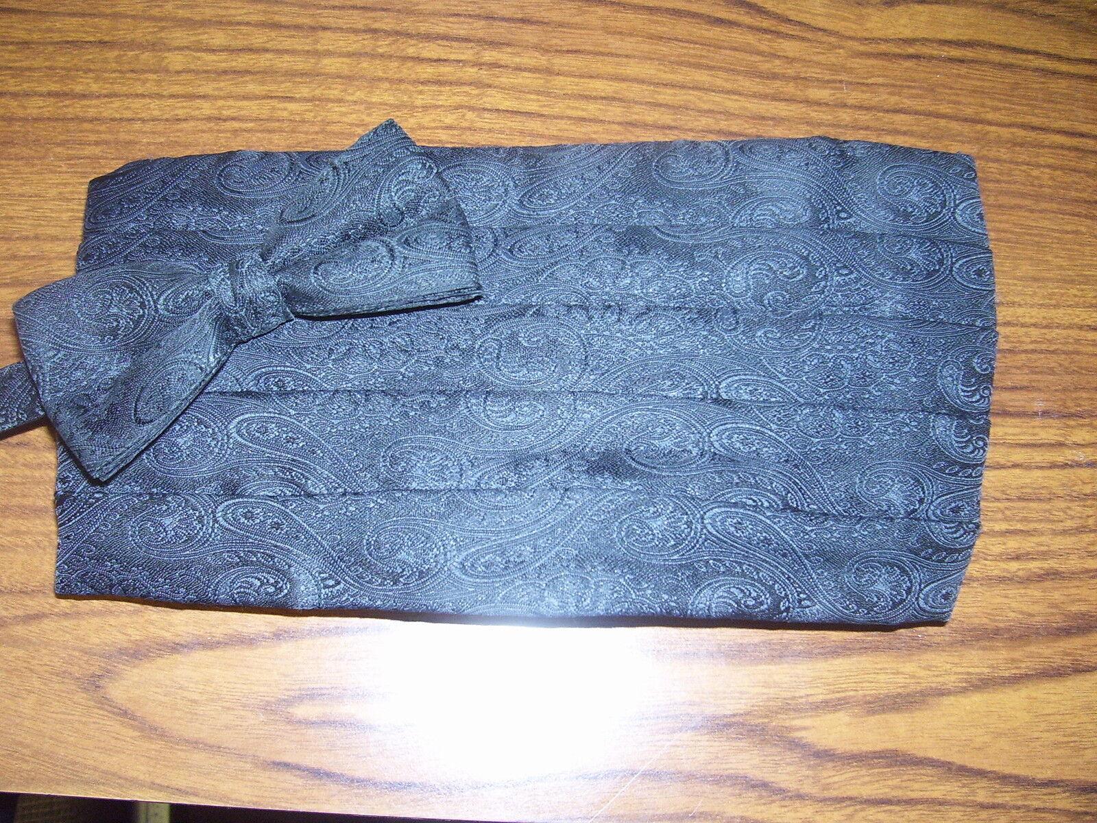 Used Cummerbund & Bow Tie - Black Paisley 88830