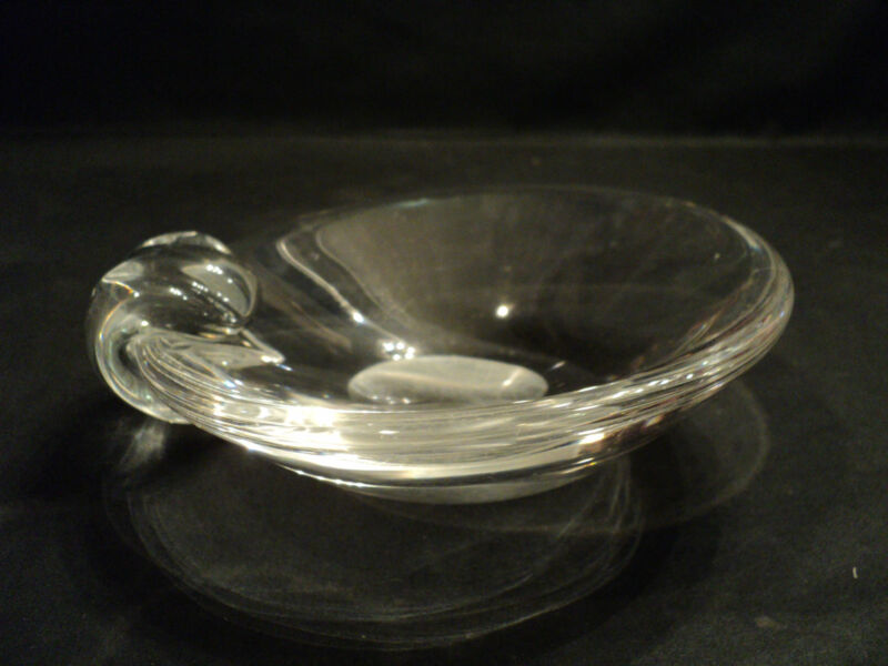 STEUBEN CLEAR CRYSTAL MID-CENTURY ASHTRAY designed by GEORGE THOMPSON
