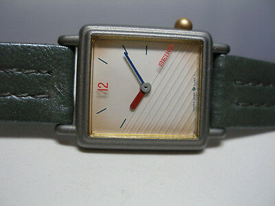 NOS 1980's Seiko Fashion Quartz Ladies Gray Leather Watch Ref. SZP271