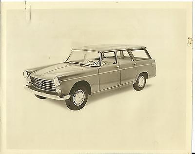 Peugeot 404 Familiale Wagon Original Press Photo with Small Press Release