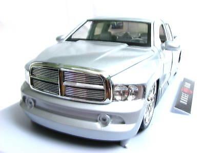 Jada Dub City 2002 Dodge Ram 1/18 diecast (Dub City Diecast Cars)