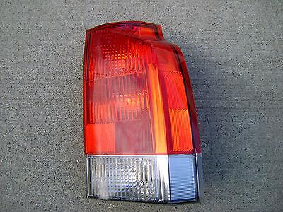 Volvo V70t5 - 01 - 06 VOLVO V70 T5 2.3L I5 MPI PASSENGER RIGHT SIDE TAIL LIGHT TAILLIGHT