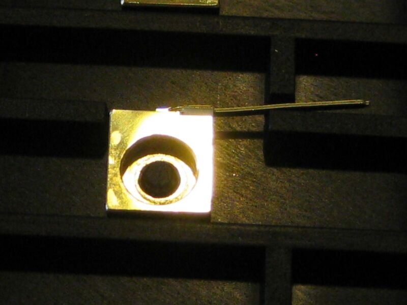 808nm 1W 50μm Aperture C-Mount Laser Diode