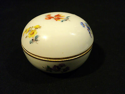BEAUTIFUL MEISSEN CROSSED SWORDS SMALL ROUND COVERED DRESSER / TRINKET BOX