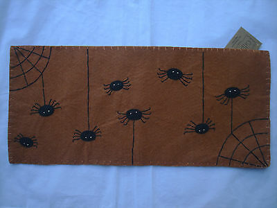 Small Spider Web Halloween Table Runner Candle Mat Doily NEW Brown wool gr-110