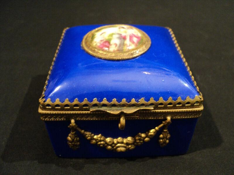 LOVELY ANTIQUE LIMOGES FRANCE DRESSER BOX WITH BRONZE ORMOLU DECORATION