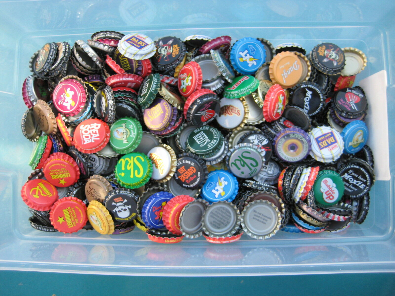 """500  Soda Bottle Crown Caps.""""Uncrimped"""" Listing in Soda/Beer category"""