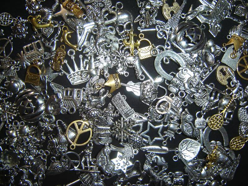 LoT Of 400 PiEcEs ~ MiXeD ThEMe ChArMs PeNdAnTs ~ WoW