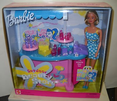 #1340 NRFB Mattel Foreign Barbie Outdoor Beauty Store Giftset