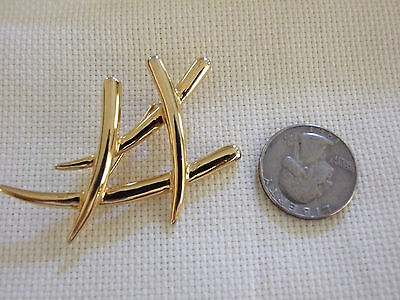 VINTAGE 70S  GOLDTONE PIN BEAUTIFUL CONDITION  GREAT GIFT IDEA