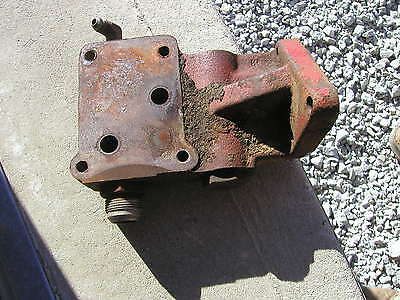 Farmall Ih 340 Utility Tractor Main Artery Hydraulic Outlet Port Control Bracket