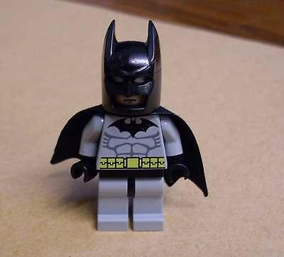 Lego Batman - Figur Figuren grau mit schwarzer Maske und Umhang Superhelden Neu