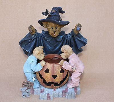 Boyds Bears Resin Witchella wiith Peek Boo and Nibbley Halloween  Bears