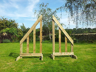 Pair of 5ft Sloping Show Jump Wings with 3 pairs of Jump Cups